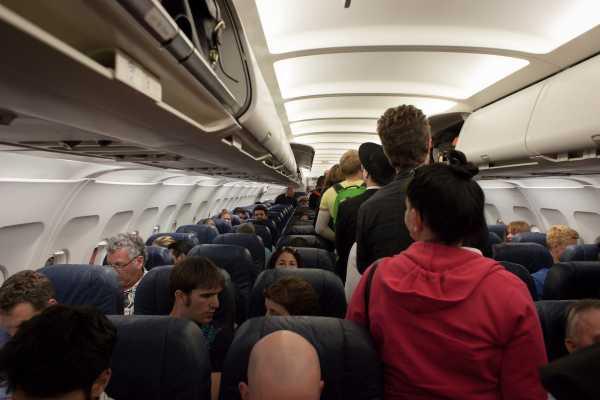 Jadwal Penerbangan Padat, Kapan Pesawat Dibersihkan?