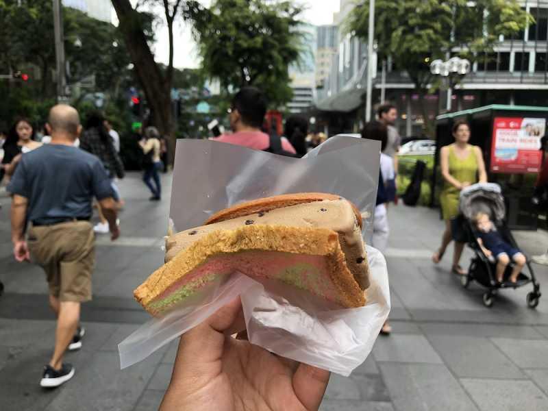 Tidak Pernah Bosan Makan Ice Cream Uncle di Orchard Road Singapura