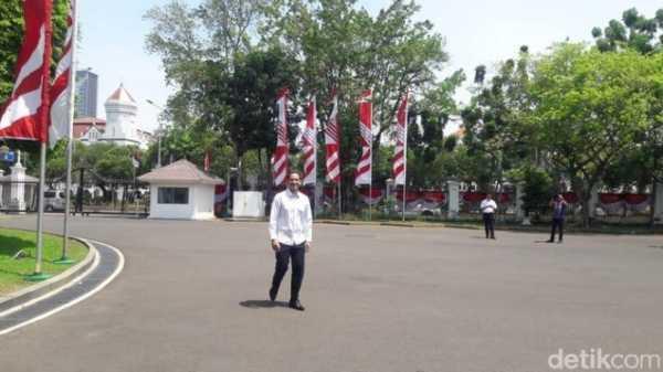 <i>Auto Ngakak</i>, Ini Cuitan Kocak Netizen tentang Nadiem Dipanggil Presiden