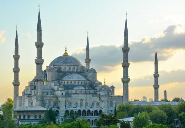 6 Masjid dengan Arsitektur Indah di Asia yang Bikin Takjub