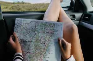 Baca Peta Kertas saat Liburan, Bikin Otak Makin Pintar?