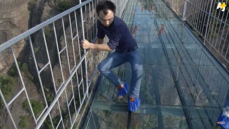 5 Jembatan Paling Unik dan Bikin Lutut Gemetar di Dunia