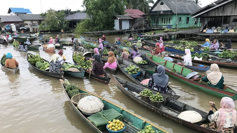 Menyusuri Sungai Sambil Berbelanja di Pasar Terapung Lok Baintan