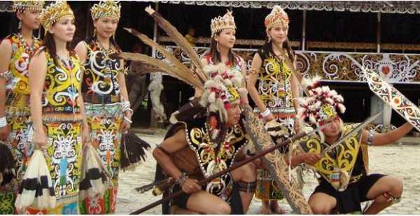 Menyelami Kebudayaan Suku Dayak di Desa Pampang, Samarinda