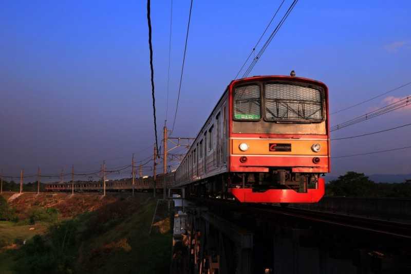 5 Hal ini Mungkin <i>Banget</i> Terjadi Kalau Gerbong Commuterline Sepi