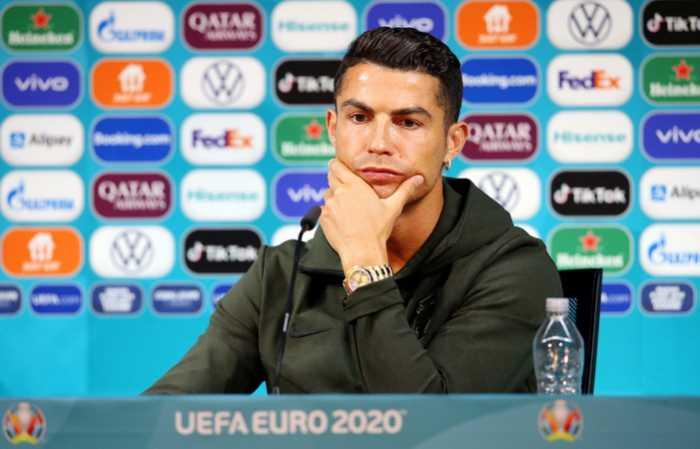Gak Ada yang Berani Bully Ronaldo Usai Bikin Saham Coca-Cola Anjlok Rp57 Triliun