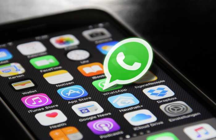 Uzone Talks: Siapa yang Bodo Amat Sama Kebijakan WhatsApp?
