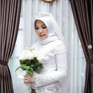 Wanita ini Tetap Pakai Baju Pengantin Walau Calon Suami jadi Korban Lion Air