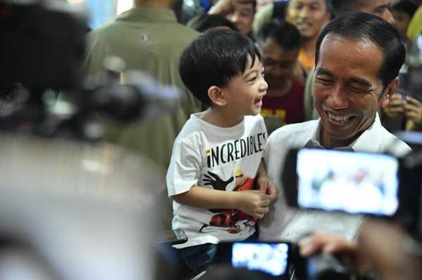 Jokowi-Maruf Resmi Dilantik, Netizen Malah <i>Nyariin</i> Jan Ethes