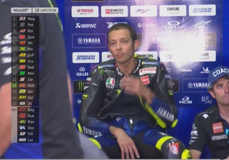 Makin Tua Makin Pasrah, Peluang Juara Dunia Rossi 'Digagalkan' Lorenzo