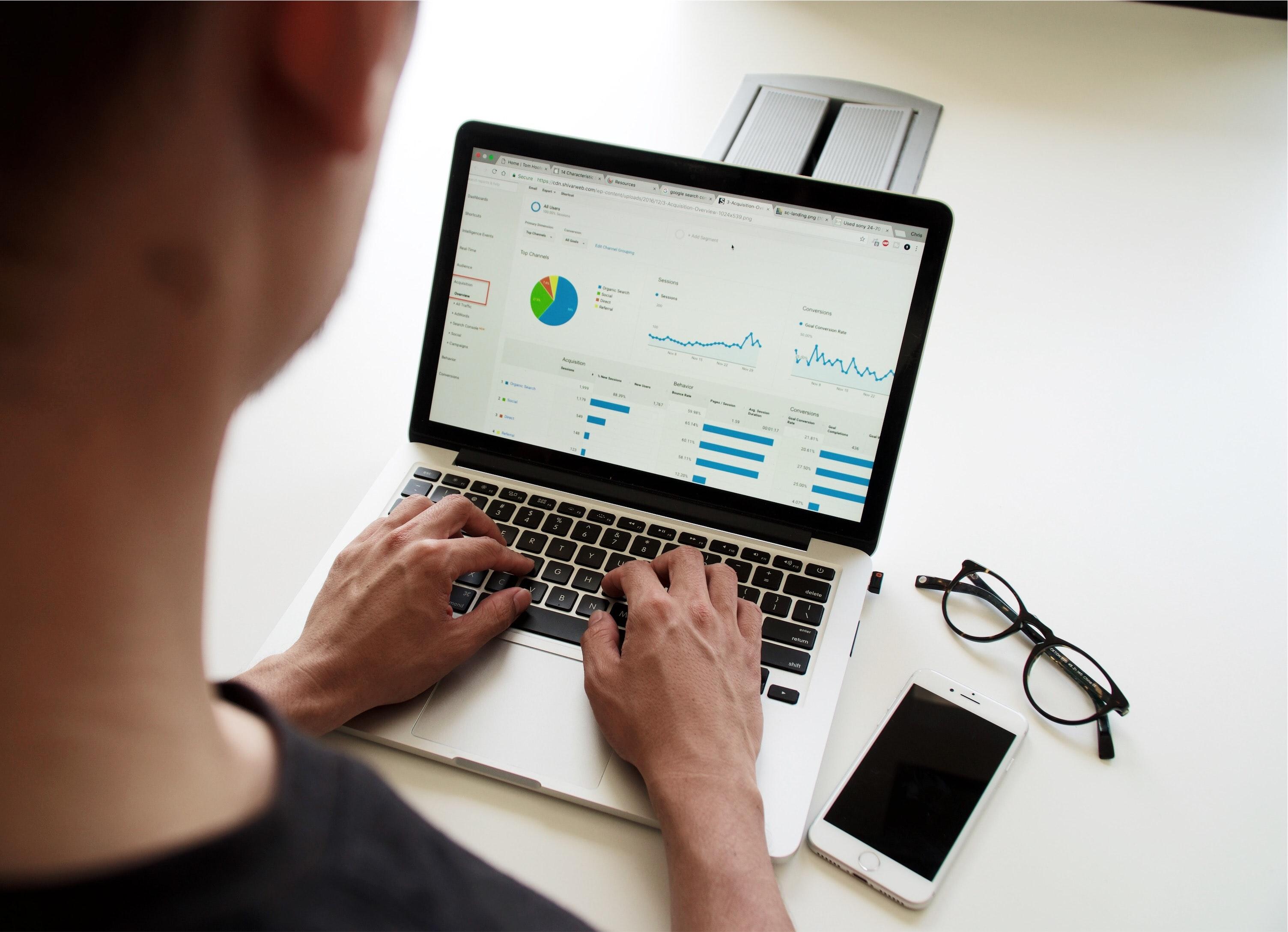 campaign-unsplash-ilustrasi-big-data-analisis-browsing