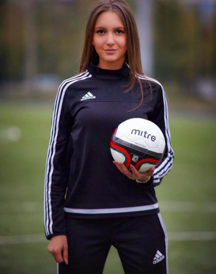 Terpesona Kecantikan Wasit Sepakbola Asal Rusia