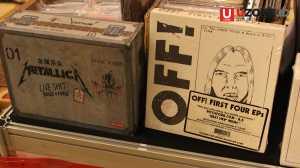 Boxet Metallica dan OFF yang dijual di booth Record Store Day / © Ari Setiyawan