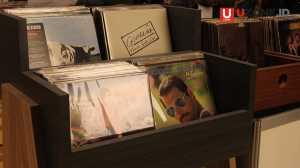 Vinyl dijual pada salah satu booth di Record Store Day / © Ari Setiyawan