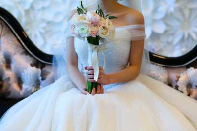 Cara Merawat Gaun Pengantin Berbahan Satin