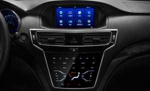 Sistem hiburan pakai layar sentuh, serta kontrol AC dan radio pakai tombol.