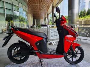 Dari samping, masih keliatan kalau motor ini ramping banget dan bakal lincah (Bagja - Uzone.id)