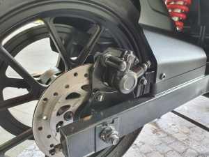 Bagian belakang juga udah dilengkapin rem cakram satu piston (Bagja - uzone.id)