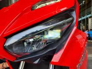 Lampu-lampunya futuristis, LED dan udah pakai projector (Bagja - Uzone.id)