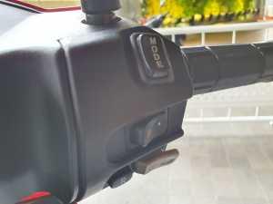 tombol-tombol di bagian kanan setang, ada mode berkendara, stater, sampai tombol reverse untuk mundur (Bagja - Uzone.id)