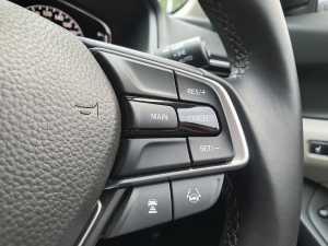 Honda sudah menyematkan fitur Honda Sensing, bisa diakses pada tombol-tombol di setir (Bagja - Uzone.id)