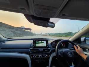 Handlingnya fun to drive, meski dengan panjang dimensinya ngebuat pergerakannya kurang lincah dan tajam (Bagja - Uzone.id)