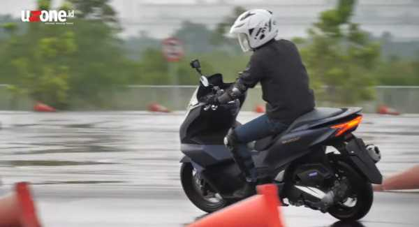VIDEO Test Ride Honda PCX 160, Layak Menantang NMax?