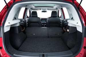 Bagasi cukup luas dan fleksibilitas kursi tengahnya bikin ruang bagasi bisa lebih luas lagi