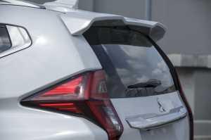 Spoiler atap belakang yang sporty (MMKSI)