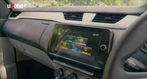 Headunit layar sentuhnya sudah terkoneksi Apple CarPlay dan Android Auto dengan tampilan baru (Bagja- Uzone.id)