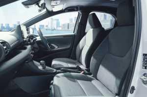 Yaris generasi 4 pakai teknologi Advanced Park, fitur pintar yang mendukung manuver parkir otomatis.