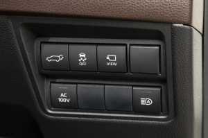 Tombol switch di samping kanan roda kemudi.