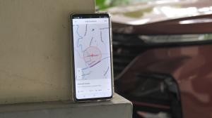 Internet of Vehicle bisa melakukan Vehicle positioning misalnya, bisa menampilkan lokasi mobil di smartphone.