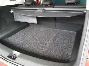 Karena cuma lima penumpang, bagasinya jadi luas dan rata lantainya (Bagja - Uzone.id)