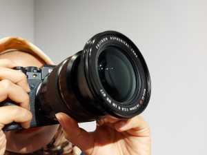 Fujifilm X-T4 memiliki fitur IBIS (In-body Imaging Stabilization) yang meningkatkan kualitas gambar terutama video agar lebih stabil dan bisa merekam secara handheld.
