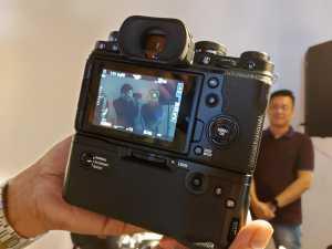 Tak lupa fitur ultra-fast focal plane shutter yang bisa mengambil gambar sampai mode 15fps dan mode film simulation baru untuk tone warna serbaguna.