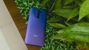 Warna ini diberi nama Sunset Purple, yakni gradasi ungu tua dan muda yang melapisi bagian bawah bodi belakang.