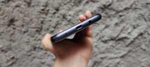 Spark 7 NFC pakai colokan micro USB (Foto: Tomi Tresnady / Uzone.id)
