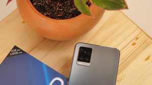 Ada tiga kamera belakang Vivo V20, yaitu 64MP Main Camera, 8MP Multimode Camera—yang bisa berfungsi sebagai Super Wide-Angle, Super Macro, dan Depth Camera—serta 2MP Mono Camera. (Foto: Uzone.id/Ranny Utami)
