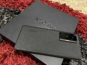 Vivo X70 Pro dibanderol Rp10,999 juta untuk RAM 12GB dan memori internal 256GB.