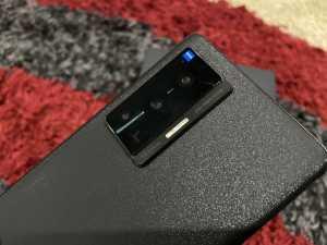 Masih bekerja sama dengan ZEISS, Vivo X70 Pro menonjolkan  kemampuan Ultra-Sensing Gimbal Camera agar hasil rekaman video lebih stabil.