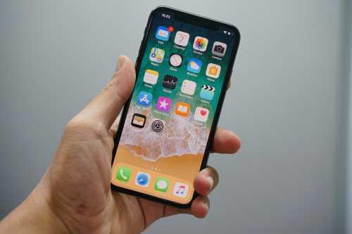 iPhone Layar Paling Kecil Akan Diberi Nama 'iPhone 12 Mini'?