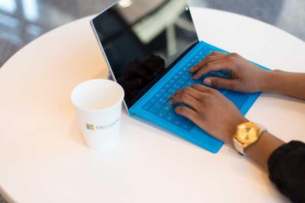 Meeting Online Microsoft Teams Kelak Bisa Tampilkan 9 Orang di Layar