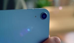 Kamera belakang iPad Air 4 memiliki sensor 12MP.