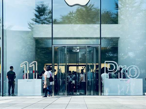 Tim Cook Membatasi Jumlah Orang di Apple Store