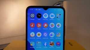 Realme C25 memiliki layar berukuran 6,5 inci, dan beresolusi HD+ dengan rasio layar 88,7 persen. Ponsel ini juga memiliki tingkat kecerahan 480 nits dan water drop notch untuk penempatan kamera selfie-nya beresolusi 8MP. (Foto: Uzone.id/Meyka Septira)