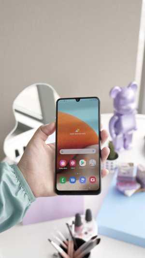 Layarnya berukuran 6,4 inci, FHD+ dengan Infinity-U Display untuk penempatan kamera selfie. Layarnya juga dilapis Gorilla Glass 5. (Foto: Meyka Septira)