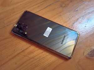 Samsung Galaxy M62 mengusung quad camera: Kamera utama 64 MP, ultra wide 12 MP, macro 5 MP, dan depth 5 MP.