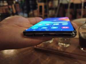 Samsung Galaxy M62 punya ketebalan 9.5 mm dan berat 218 gram.