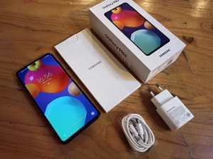 Samsung Galaxy M62 dilengkapi dengan fast charger 25 watt.